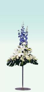 ポール1 : 使用花材/デルフィニュウム・オリエンタル百合・デンファレなど